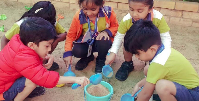 Kids-sand-play